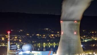 Das Atomkraftwerk Leibstadt muss für Reparaturarbeiten vom Netz genommen werden (Archiv).