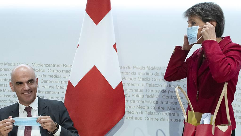 Gesundheitsminister Alain Berset und Bundespräsidentin Simonetta Sommaruga an einer Medienkonferenz am Donnerstag in Bern. (Archivbild)
