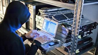 Hacker nutzen Sicherheitslücken auf Websites aus und erpressen ihre Opfer mit gestohlenen Daten. (Symbolbild)