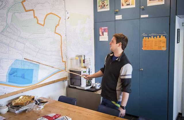 Pascal Setz erklärt den Wasserversorgunsplan von Oberengstringen