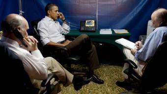 Obama im Sicherheitszelt bei einer Besprechung in Libyen (Archiv)