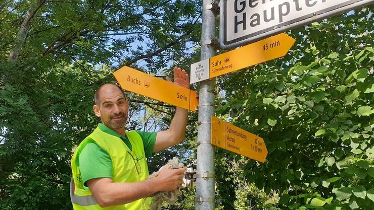 Valentin Schmid ist einer von 85 Freiwilligen, die das Aargauer Wanderwegnetz unterhalten.