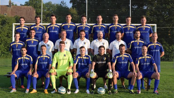 Fussball 2. Liga inter Saison 2017/18, Mannschaftsfoto des FC Biberist mit Trainer Vincenzo Salerno.