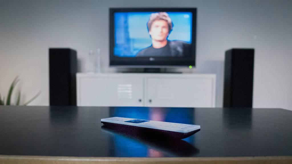 Menschen schauen während der Krise mehr Fernsehen