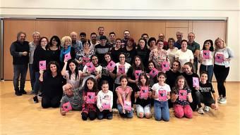 Der Cast des Musicals «Come una farfalla nel vento» von Bruno Sonetto (links) unterstützt die Bewegung #célinesvoice.