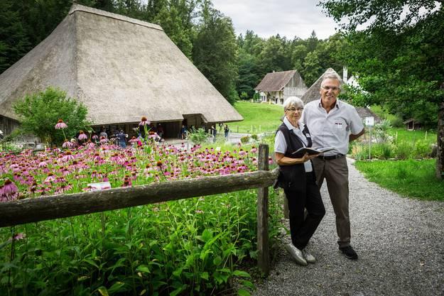 Museumsführerin Dori Fuchs und Max Haudenschild, ehemaliger Oberentfelder Gemeindeschreiber.