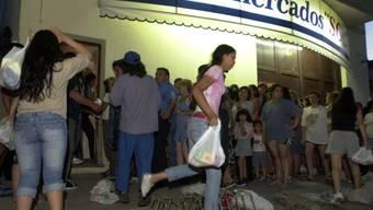 Inmitten der Coronakrise haben die Spanier ihre Hamsterkäufe neu ausgerichtet. Statt Toilettenpapier werden nun Bier, Schokolade, Oliven und andere Konsumprodukte gehortet. (Symbolbild)