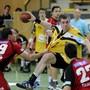 Suhr-Aarau mit Trainer Misha Kaufmann (ganz links Nummer 29/hier in einem Archivbild als Spieler von BSV Bern Muri) setzte mit einem Heimsieg in der Handball-Meisterschaft von GC Amicitia Zürich ab