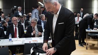 """Jeff Collet verlässt am 18. Mai enttäuscht den Saal an der DV des SFV in Ittigen. Collet: """"Nach der Wahl war ich nicht der fröhlichste Mensch auf der Welt."""""""