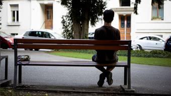 Im Wohnheim hats keinen Platz mehr, im Bild ein junger unbegleiteter Flüchtlinge am Basler Wettsteinplatz.