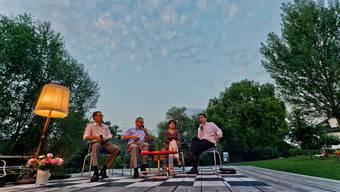 Das Podium ist ein Schachbrett: Lukas Pfisterer, Werner De Schepper, Jolanda Urech und Martin Häfliger (v.l.) bei der Schwanbar.