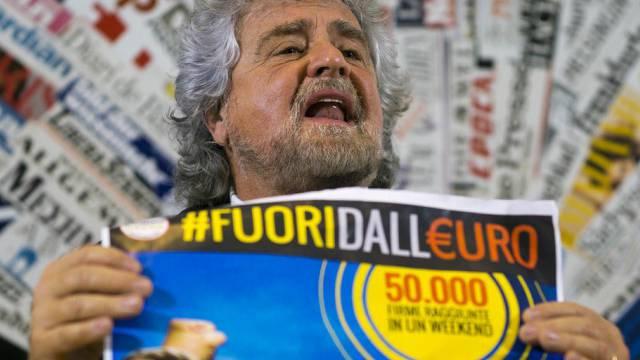 Cinque-Stelle-Capo Beppe Grillo eröffnet in Rom Anti-Euro-Kampagne