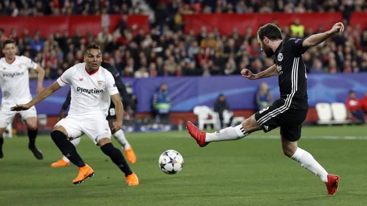 Juan Mata versucht sich am Torschuss
