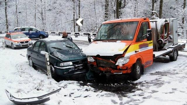 Glück im Unglück für die Beteiligten dieses Unfalls in Baar: Es wurde niemand verletzt (Zuger Polizei)