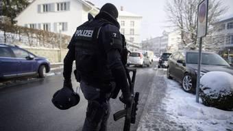 Mann schiesst in Rehetobel zwei Polizisten an und verschanzt sich