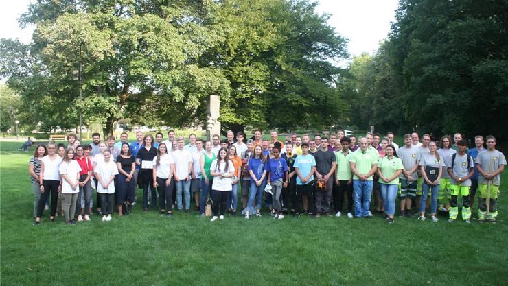 Im Kurpark in Bad Zurzach haben Zurzibieter Lernende den Start ihrer Ausbildung gefeiert.
