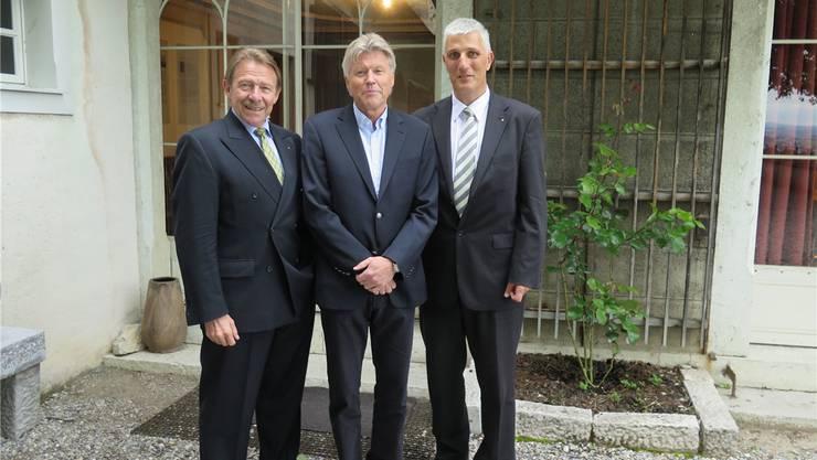 Kurt Zimmerli (Stiftungspräsident), Johann Mürner (Gastreferent) und Franz Kamber (Präsident des Vereins «Freunde der Neu-Bechburg»)