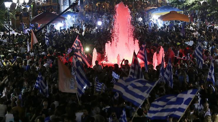 Im Zentrum von Athen feiern die Sparprogramm-Gegner ihren Abstimmungssieg.