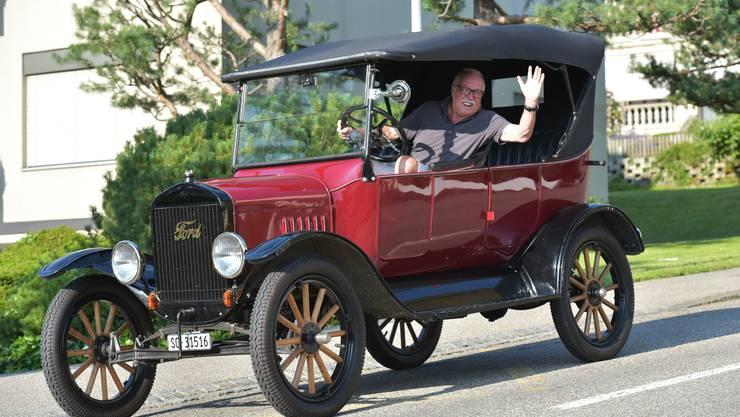 Robert Woehrle in seinem Ford T aus dem Jahre 1923, mit dem er und Freund René Borner in den späteren Sechzigerjahren in Südamerika unterwegs waren.