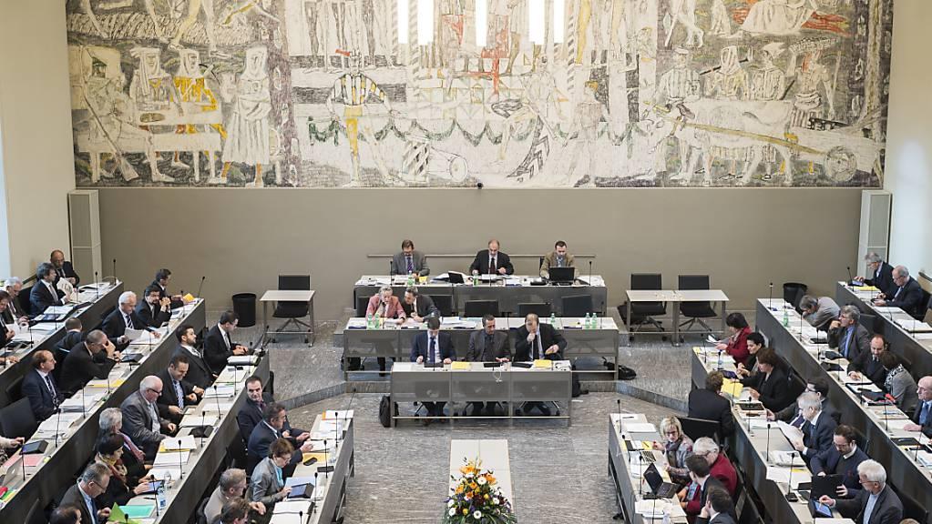 Nach mehreren coronabedingten Auswärtssessionen im Davoser Kongresszentrum tagt das Bündner Parlament wieder im Grossratsgebäude in Chur. (Archivbild)