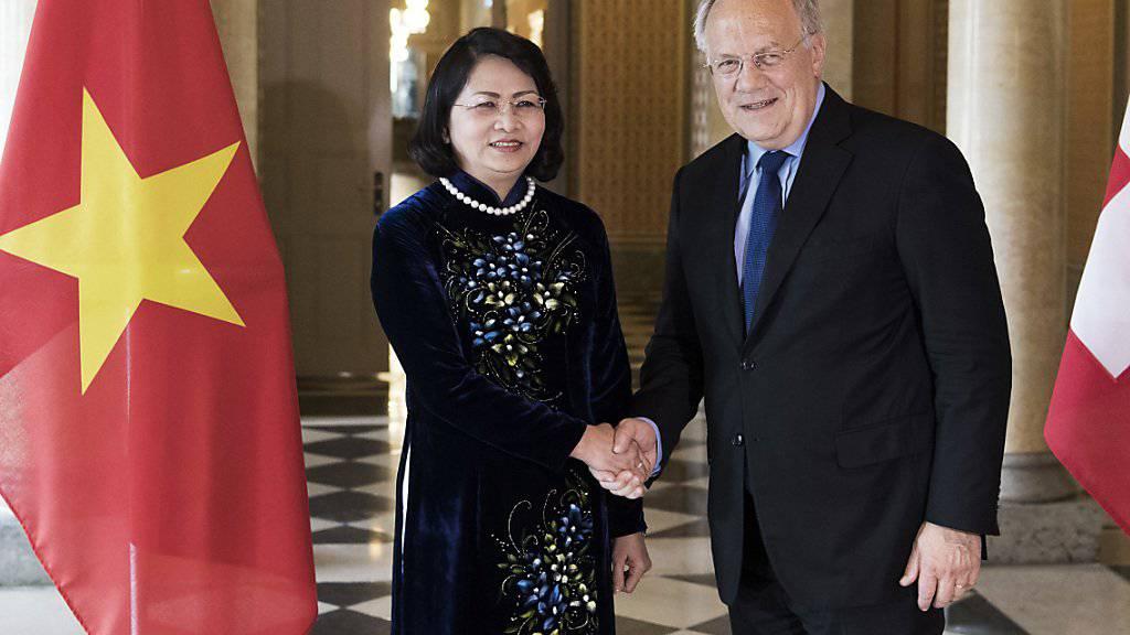 Intensiver Austausch: Im Juni 2016 besuchte die vietnamesische Vize-Präsidentin Dang Thi Ngoc Thinh (im Bild) die Schweiz, nun folgte am Mittwoch der Besuch von Vize-Premier Vuong Dinh Hue bei Bundesrat Johann Schneider-Ammann. (Archiv)