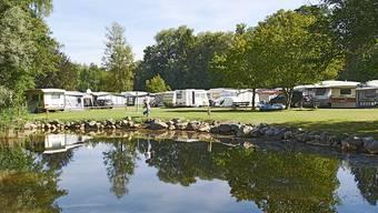 Um diesen Campingplatz auf Gebiet der Gemeinde Gampelen BE geht es. (Archivbild)