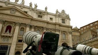 Könnte früher im Visier der Kameras stehen: Balkon des Petersdom im Vatikan (Archiv)
