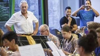 Pepe Lienhard besucht für «Glanz&Gloria» die Blasmusik Zuchwil