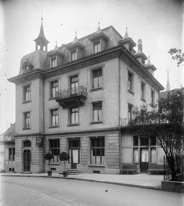 Das Hotel und Restaurant Centralhof am Theaterplatz im Jahr 1921. Die spätere «Trattoria» wurde 2013 abgebrochen.