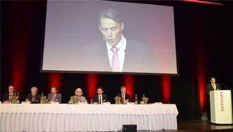 Freut sich über den grossen Aufmarsch im Campussaal: Verwaltungsratspräsident Patrick Sandmeier stellt den Jahresbericht vor.