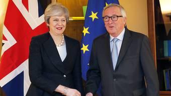 Brexit-Verhandlungen bis zur letzten Minute in Strassburg: die britische Premierministerin Theresa May und EU-Kommissionspräsident Jean-Claude Juncker.