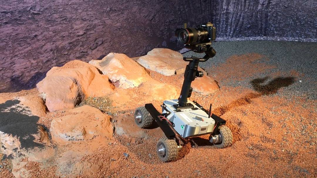 Ein Modell des Basler Marsrovers in Aktion