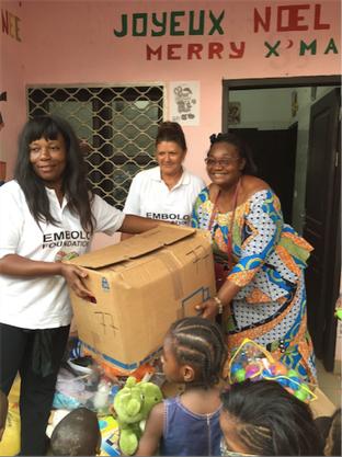 Mama Embolo und Paoluccis Mutter bei einem Einsatz in Kamerun.