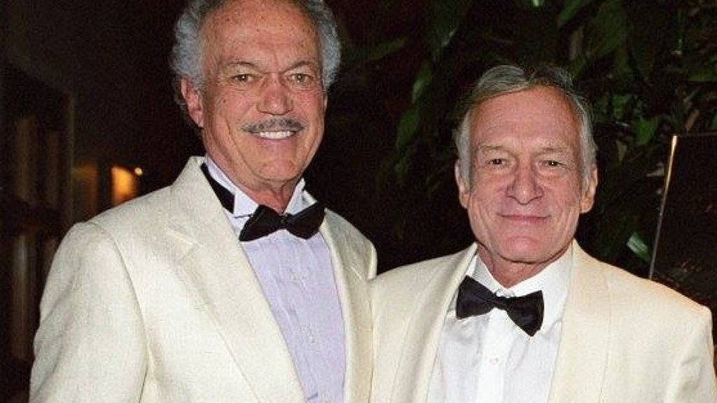 Hugh Hefner (r) trauert an seinem 90. Geburtstag um seinen Bruder Keith (l), der mit 87 Jahren an Krebs gestorben ist.(Facebook)
