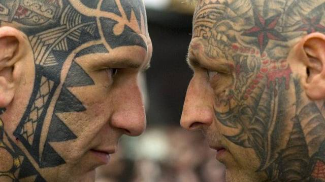 Zwei Teilnehmer einer Tattoo-Konferenz in Frankfurt (Symbolbild)