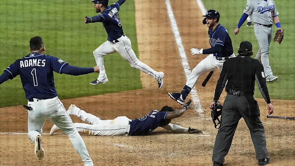 Die Entscheidung im vierten Spiel der World Series zwischen den Tampa Bay Rays und den Los Angeles Dodgers