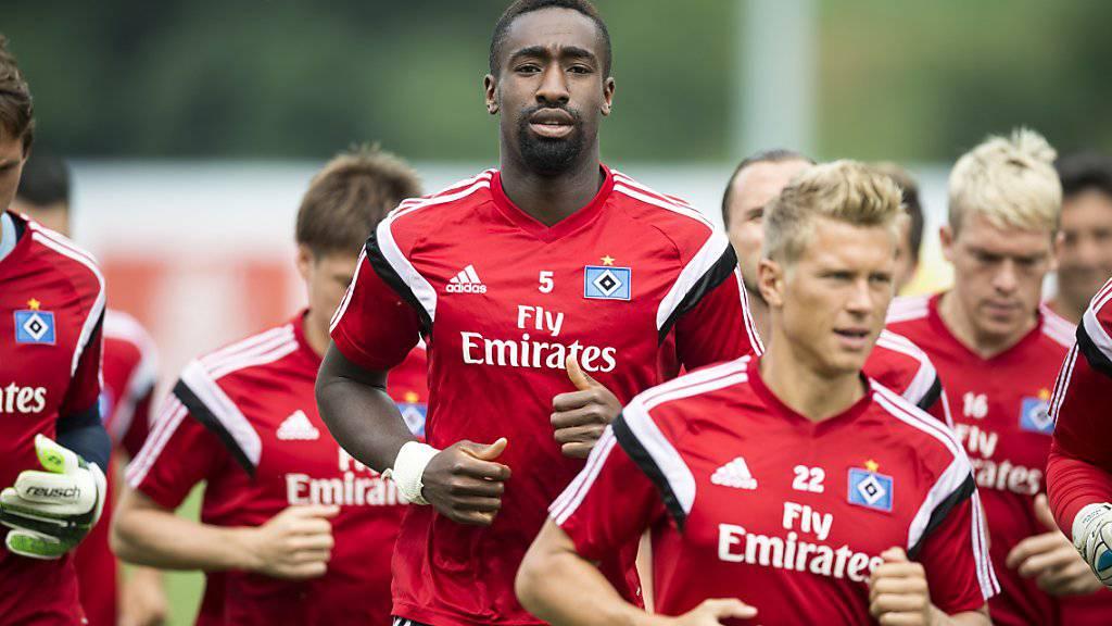 Der Schweizer Internationale Johan Djourou (Mitte) ist beim Hamburger SV unter Coach Markus Gisdol nur noch zweite Wahl
