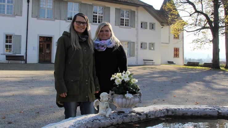 Die Geschwister Mirjam (links) und Nicole Binz organisieren den Weihnachtsmarkt im Schloss Waldegg.