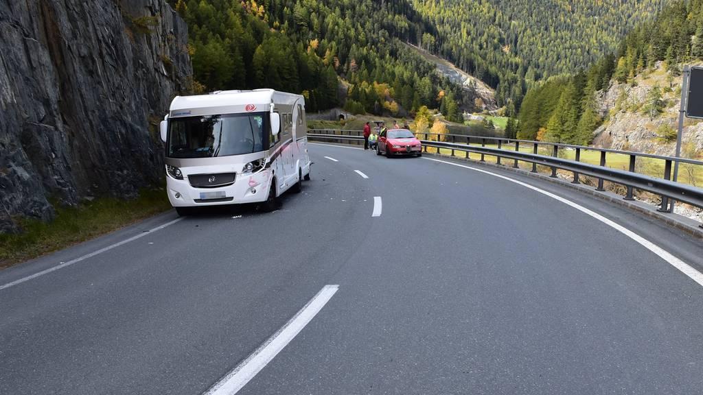 Beide Fahrzeuge mussten mit Totalschaden abtransportiert werden.