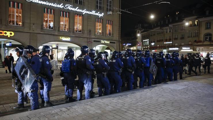 Bereits am frühen Abend markierte die Polizei Präsenz