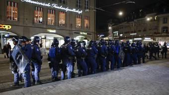 Massives Polizeiaufgebot verhindert in Bern Antifa-Spaziergang