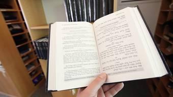 Jüdische Privatschulen lehren zwar mit Hebräisch, Jiddisch und Aramäisch bereits drei Sprachen. Dennoch sind sie laut Verwaltungsgericht dazu verpflichtet, auch Englisch und Französisch zu unterrichten. (Symbolbild)