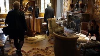 Die Versteigerung von Objekten des Pariser Ritz-Hotels ist erfolgreich zu Ende gegangen.