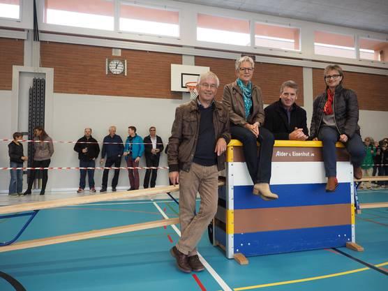 Gemeinderat Thomas Stöckli, Schulpflegepräsidentin Cecile Liechti, Gemeindeammann Daniel Suter und  Gemeinderätin Susanne Gmünder (2)