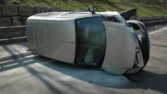 57-Jähriger legt sein Auto auf der Autobahn auf die Seite