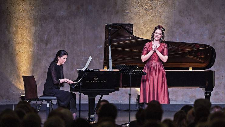 Regula Mühlemann (mit Pianistin Tatiana Korsunskaya) vermittelte berührend Schweizer Musikschaffen.