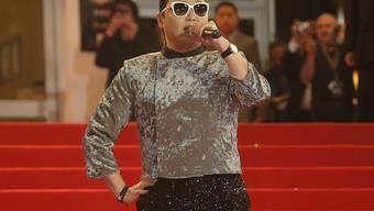 Psy auf dem roten Teppich der NRJ Awards in Cannes