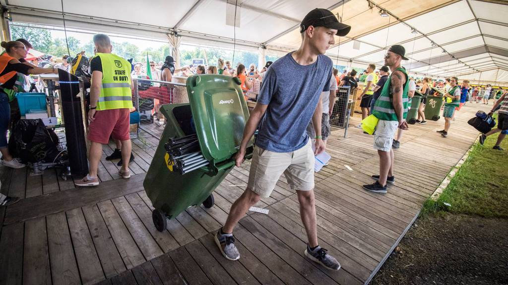 Grüngut-Tonne als Transportmittel am Festival?