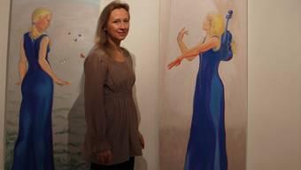 Blaue Kleider und blonde Haare erinnern unweigerlich an Finnland: Künstlerin Laura Murto liess sich aber von den Hodler-Frauen für diese Werke inspirieren.