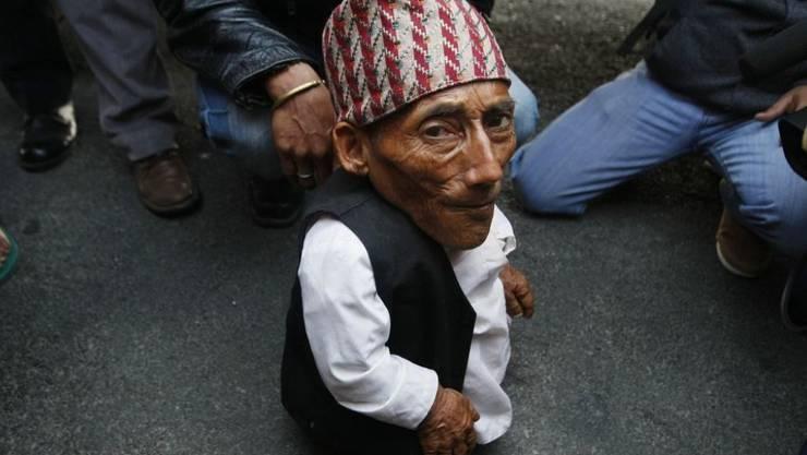 Der Nepalese Chandra Bahadur Dangi galt mit 54,6 Zentimetern Körpergrösse als kleinster Mann der Welt. Im Alter von 76 Jahren ist er gestorben.